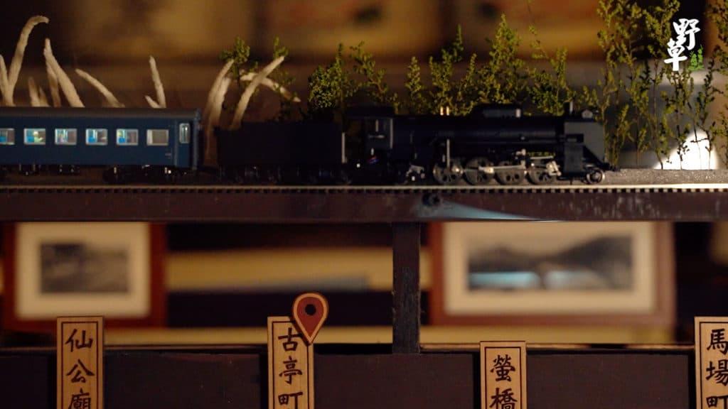 野草居食屋-店內萬新鐵路小火車2 (1)