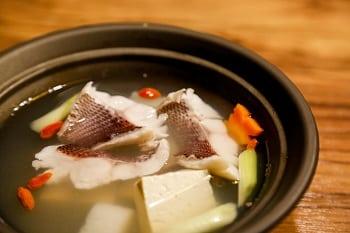 魚片骨煲清湯