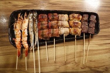 菜單_海陸綜合串燒組(海老串燒x2、喜相逢串燒x2、太鼓串燒x2、金針菇豬肉捲串燒x1、泡菜豬肉捲串燒x1、安格斯黑牛串燒x2)